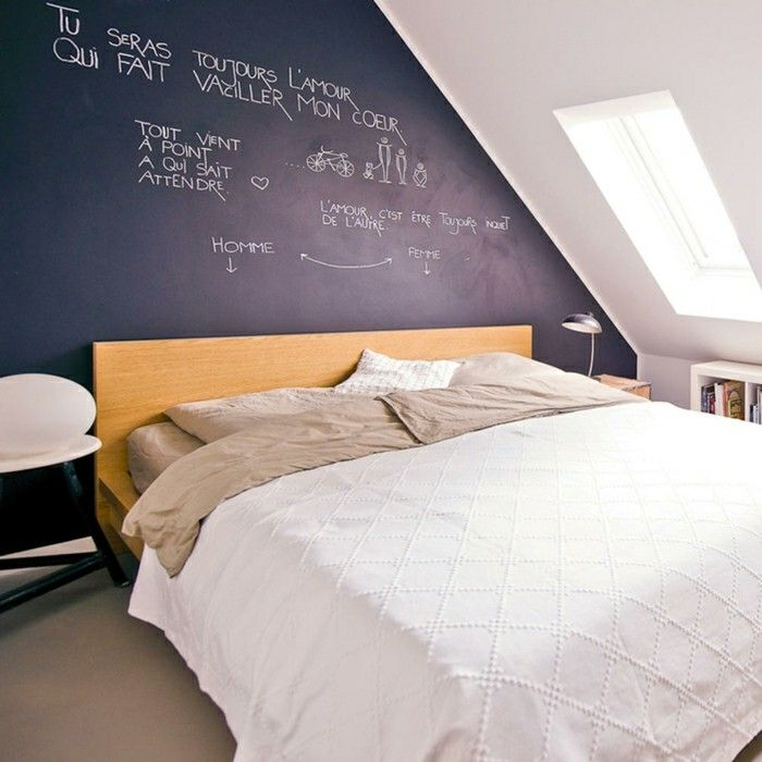schlafzimmer einrichten schwarze akzentwand und beiger bodenbelag