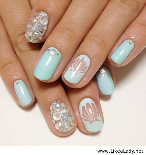 Blue mermaid nail art for summer. I like the pool blue color...next to a rich tan (a healthy fake one that is)...moi perfecto!!!