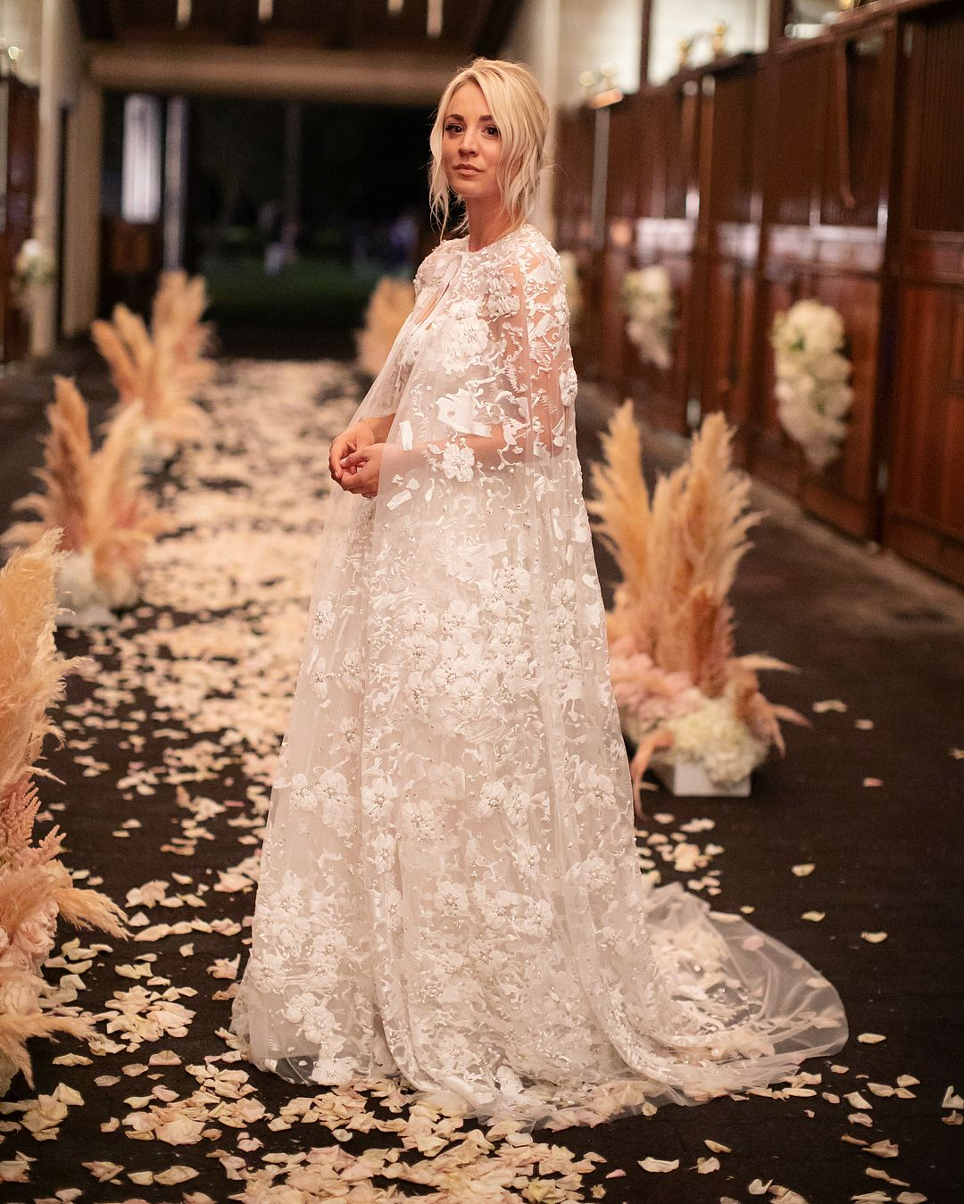 Kaley Cuoco In Reem Acra Wedding Gown And Cape Celebrity Bride Celebrity Wedding Dresses Wedding Dresses