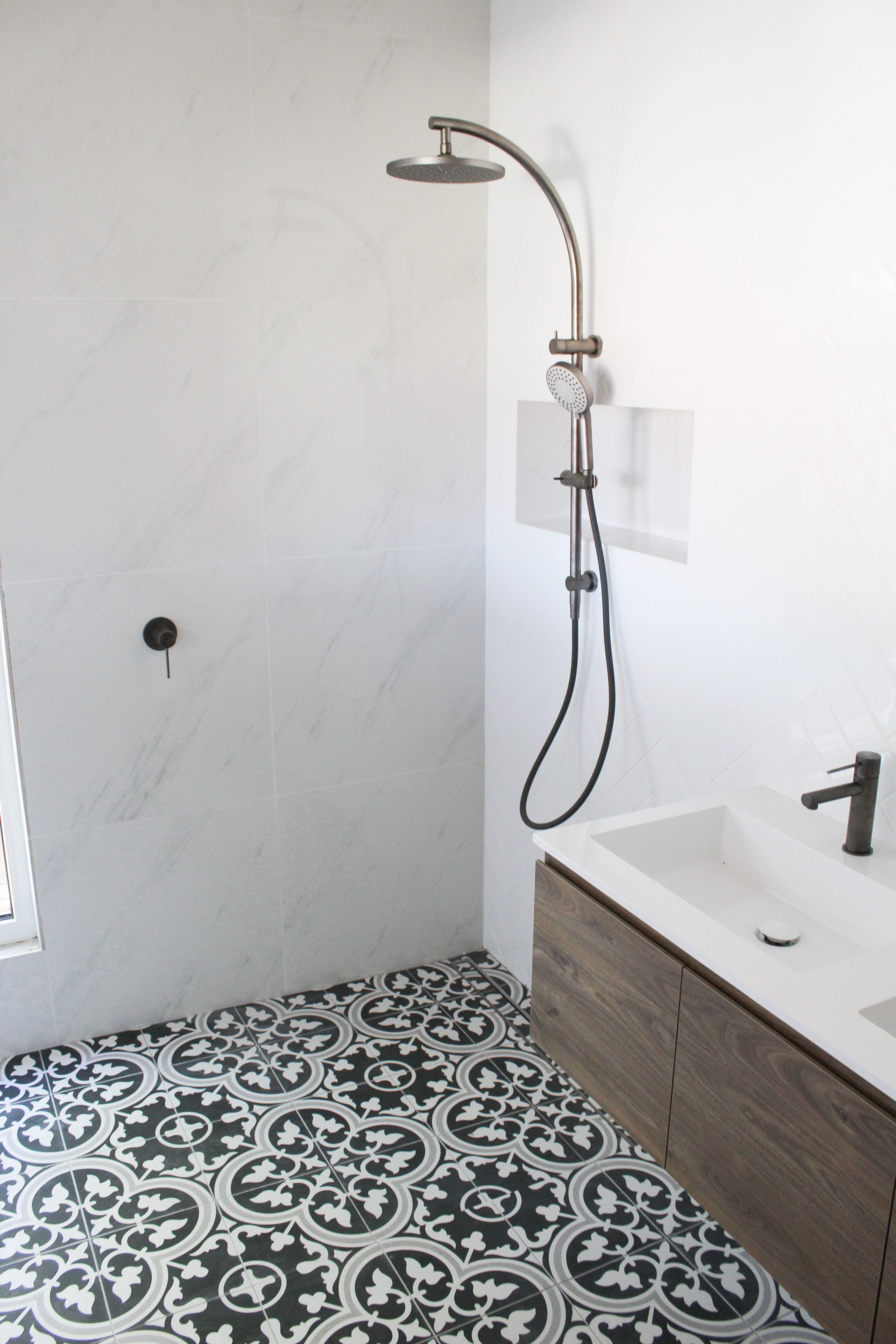 Black And White Floor Tile Bathroom