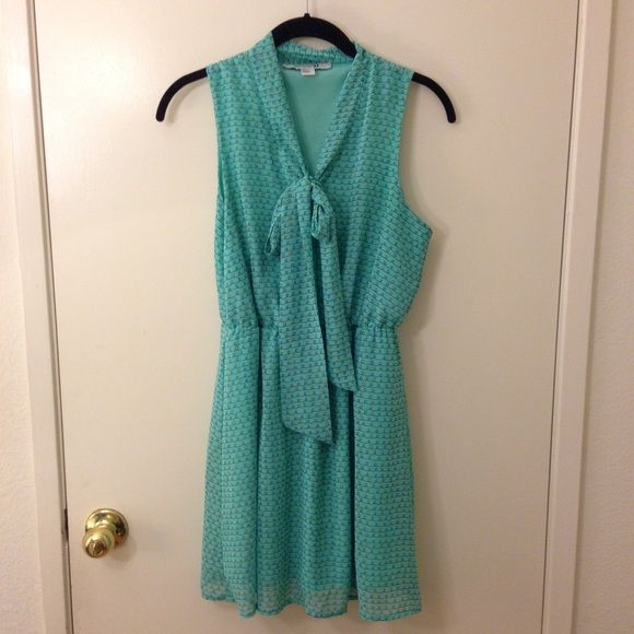 Forever 21 Seafoam Green Lights Dress w/ Tie One of my favorite dresses ever. Worn a lot, but kept in goos condition. No flaws. The patterns look like Christmas lights to me so I always wear it during the holidays. ❤️ B2 Forever 21 Dresses