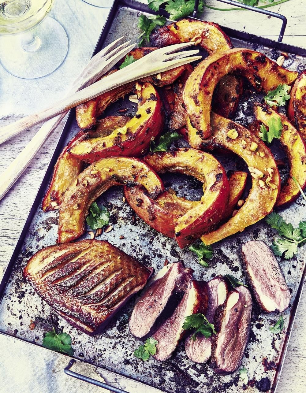 Préparer Un Barbecue Pour 20 Personnes magret de canard et potimarron rôti miso-cacahuètes