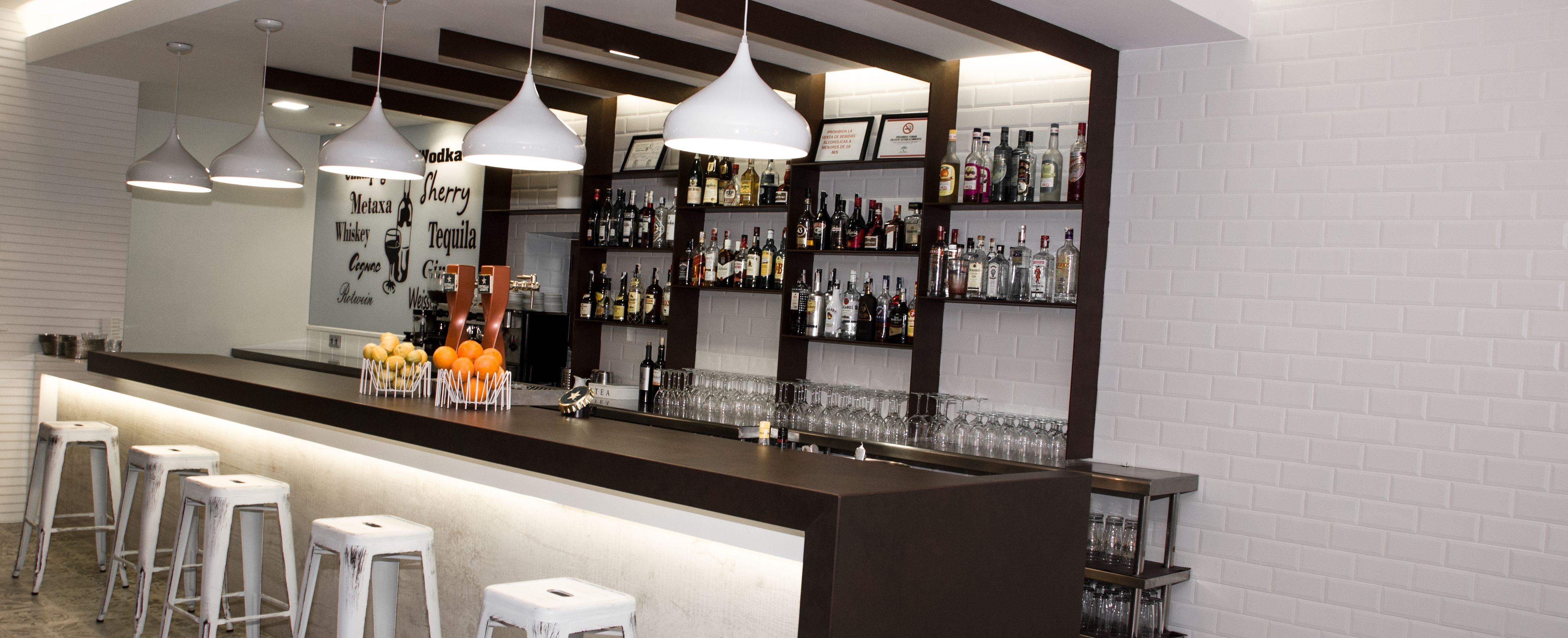 Detalle barra diseño by CARMAN Interiorismo. #carmaninteriorismo, #proyecto, #diseño, #interiorismo, #restaurante, #mojacar
