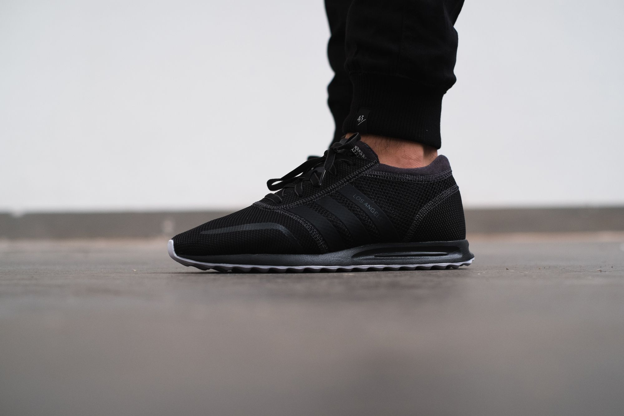 Looks f***ing tight in Black as well, right? The adidas