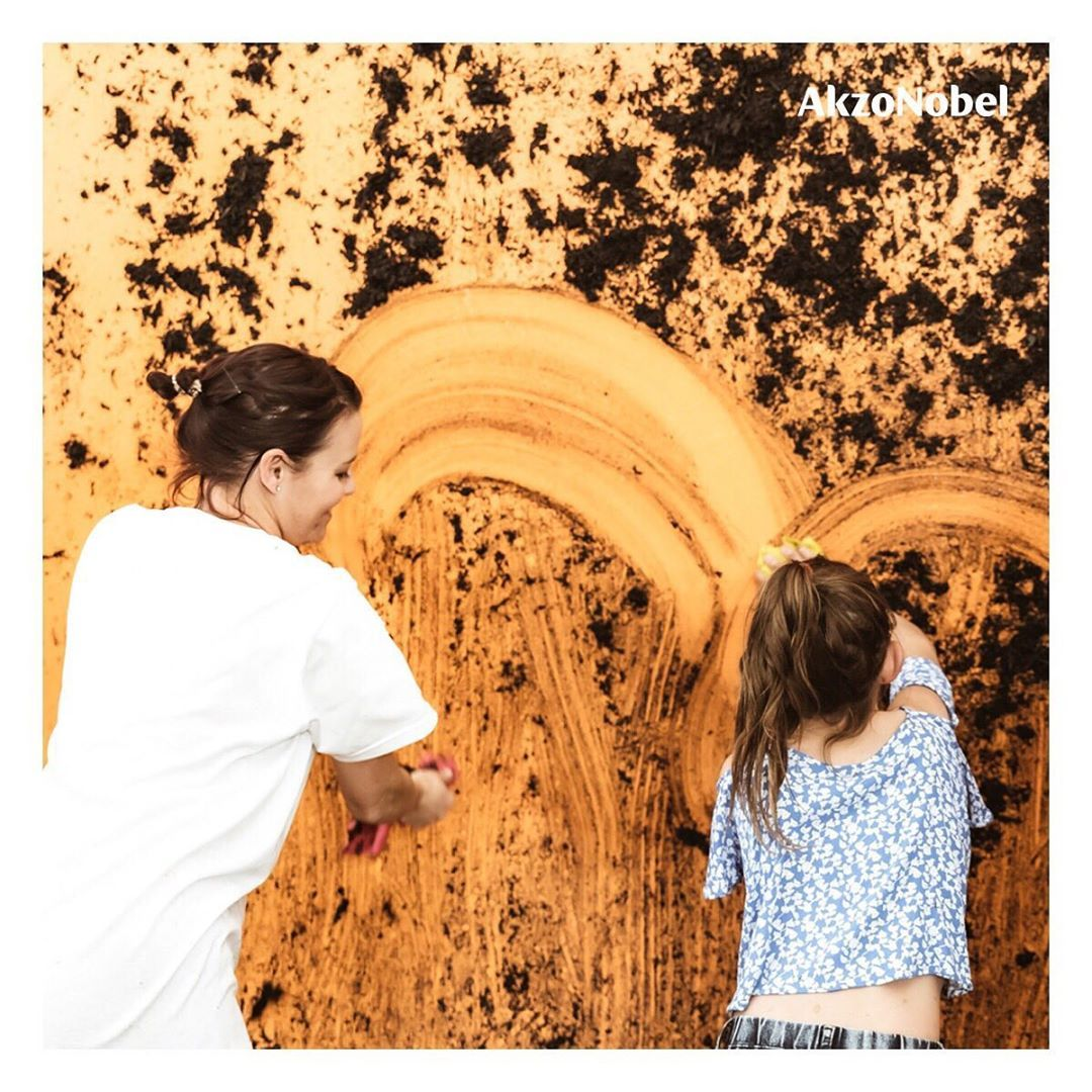 #paint #painting #artsy #artoftheday #artlife #art #paintings #farbe #painter How much fun does this look Children were invited to make a total mess of walls coated with our paint at a recent launch event in South Africa. It was designed to showcase the amazing stain-resistant properties of duluxsa EasyCare. The walls were certainly a lot easier to clean than the kids! #Dulux #Easycare20xTougher #Paint #Clean #EasyCare #Kids #Messy #SouthAfrica #StainResistant #Color #kidsmessyhats