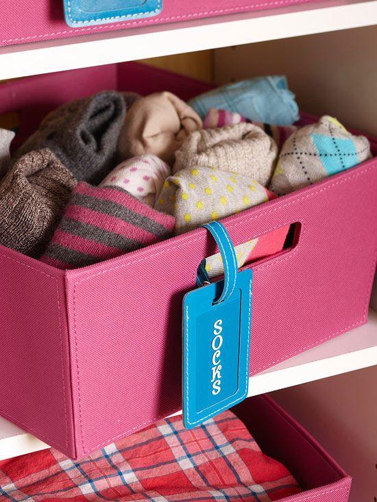 Invista em caixas organizadoras para guardar as peças pequenas.