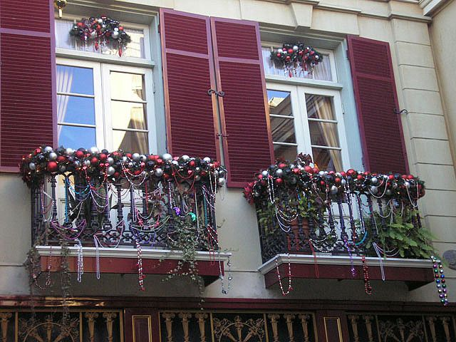 pin by lisa rollins on christmas balcony with images indoor christmas decorations christmas on christmas balcony decorations apartment patio id=46905