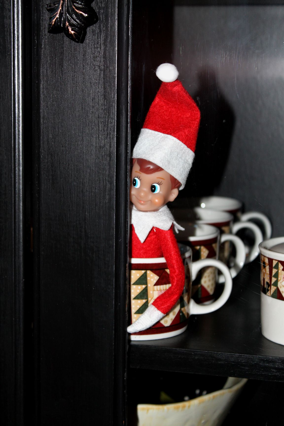 Playing hidenseek Elf, Christmas elf, Elf on the shelf