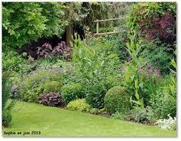 melanger arbustes et vivaces dans massif plants combination pinterest jardins arbuste. Black Bedroom Furniture Sets. Home Design Ideas