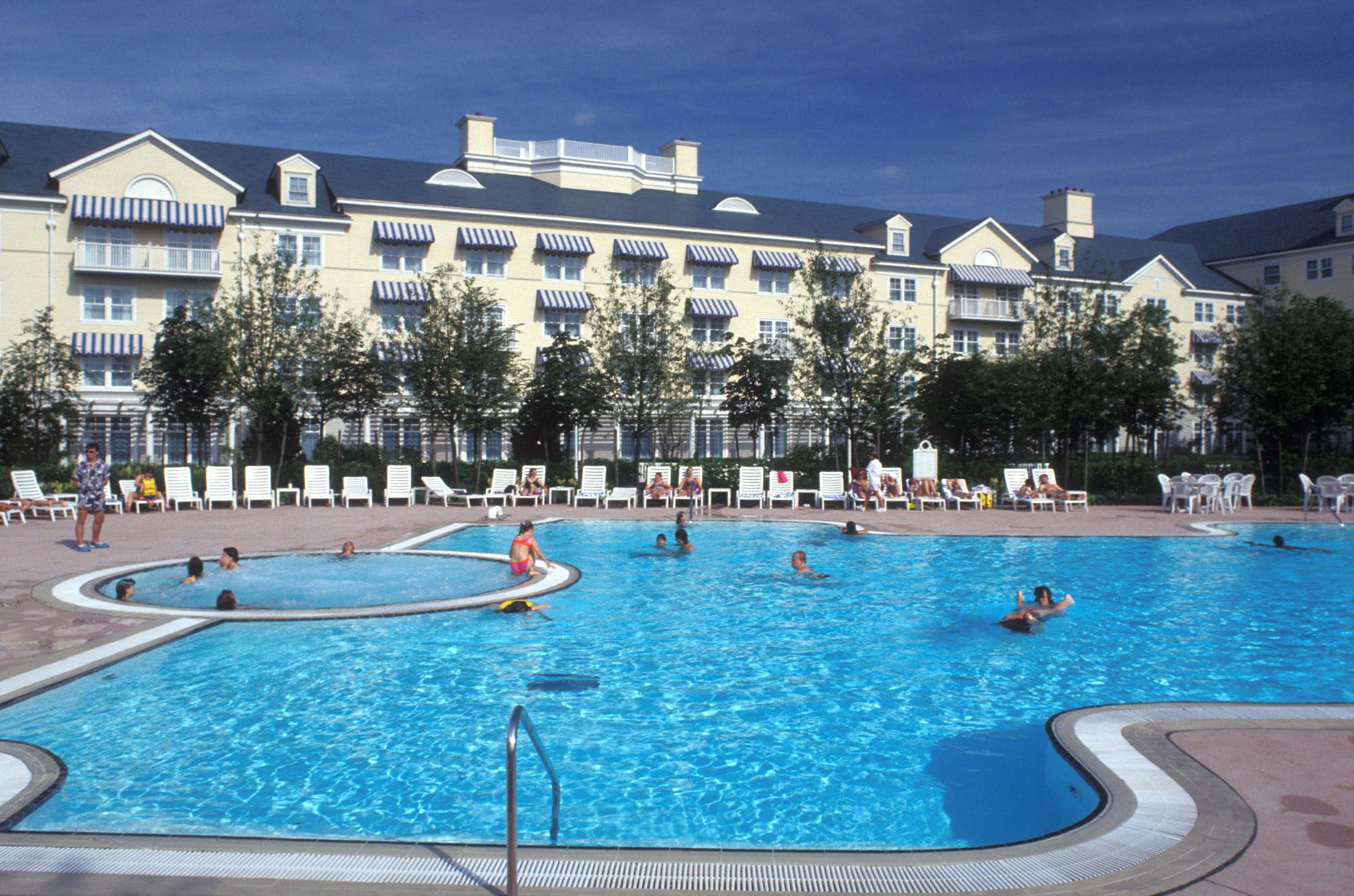 Disney Hotels Newport Bay Club - Outdoor Pool Disneyland