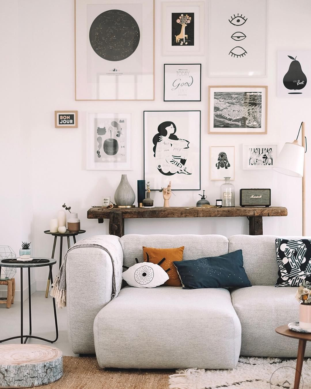 Interior With Vintage Details On Instagram Beautiful Mix Of Vintage And Modern Pinterest I Living Room Decor Apartment Living Decor Apartment Living Room