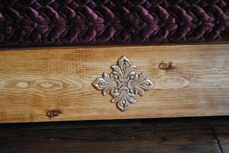Photo of Hier ist die preiswerte Hobby Lobby Holzdekoration, die ich gebeizt und vergoldet habe … …