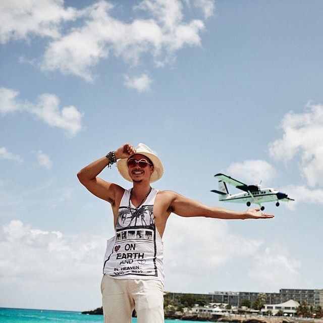 Nick Onken catching his plane, sporting Coco and Breezy Atsu sunglasses!