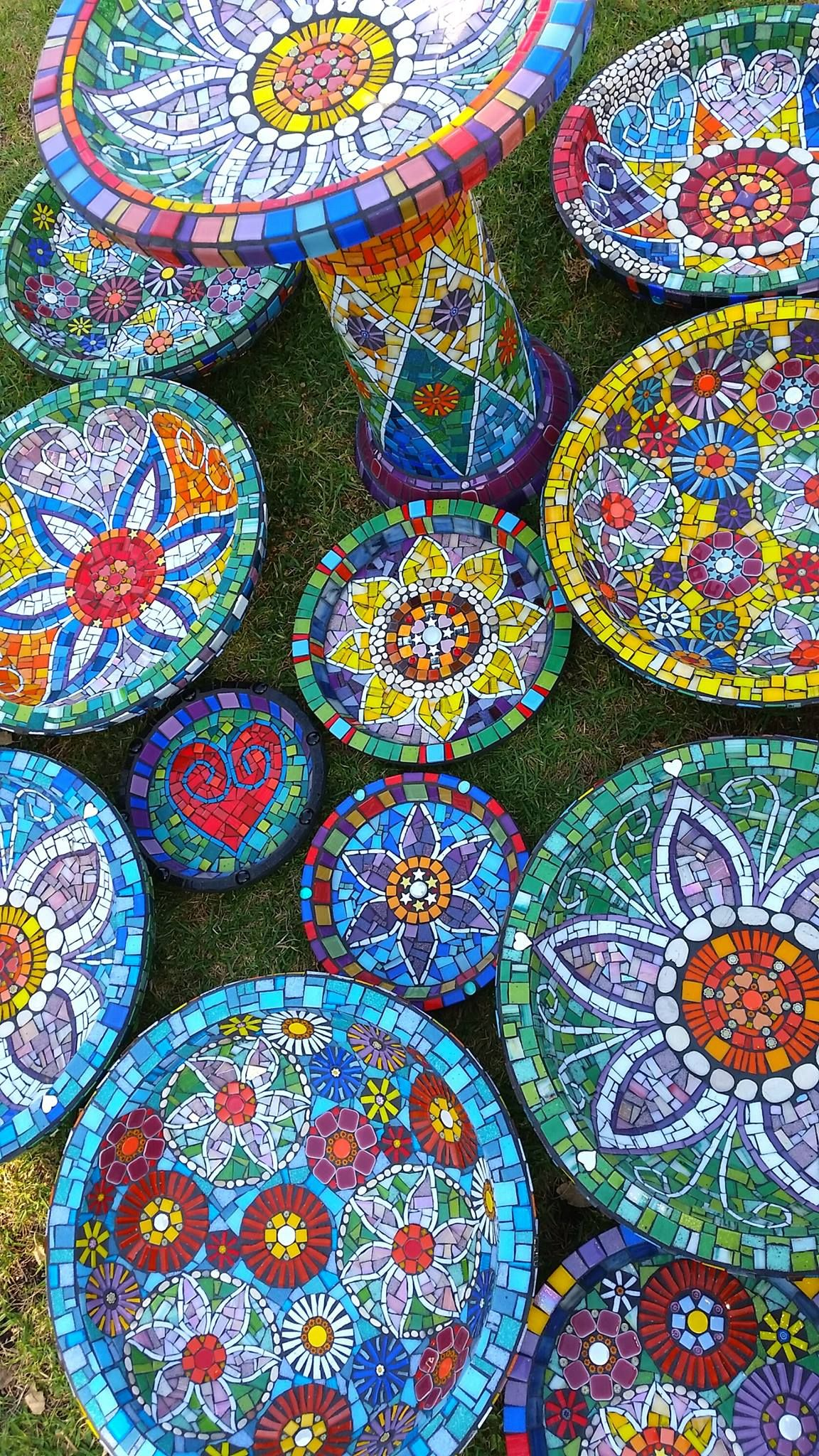 Variety Of Mosaic Bowls And Platters With Images Mosaic Garden
