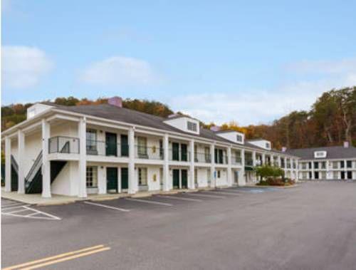 Howard Johnson Dalton Georgia Located In This Hotel Features