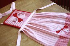 diy easy kids apron, using potholder and kitchen towel | Fun