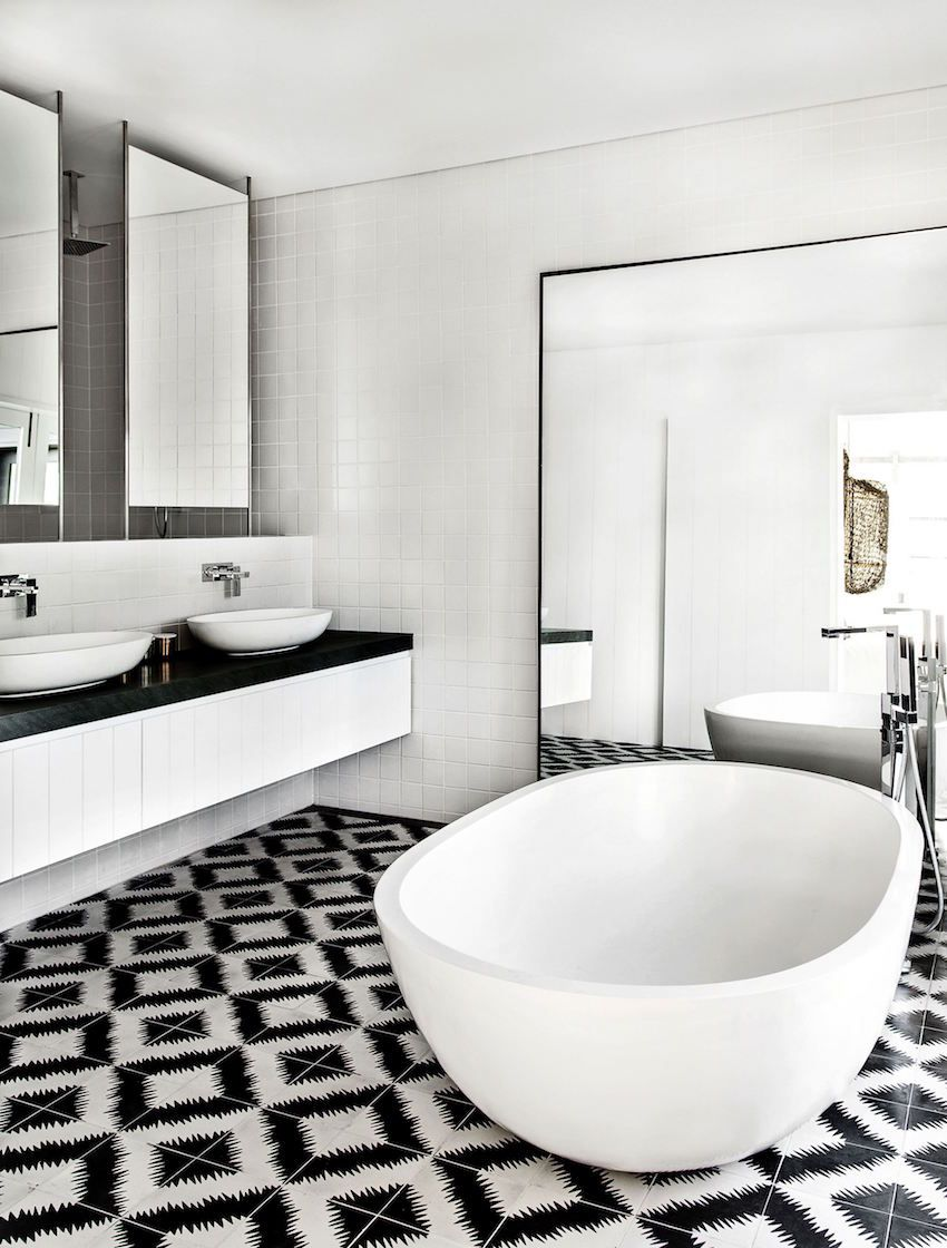 10 Eye-Catching and Luxurious Black and White Bathroom Ideas ...