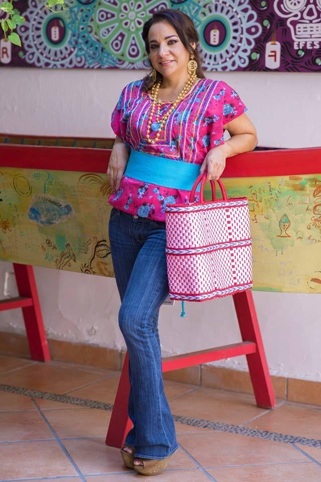 Huipil floreado $900 pesos | BLUSAS, HUIPILES,CAPAS | Pinterest