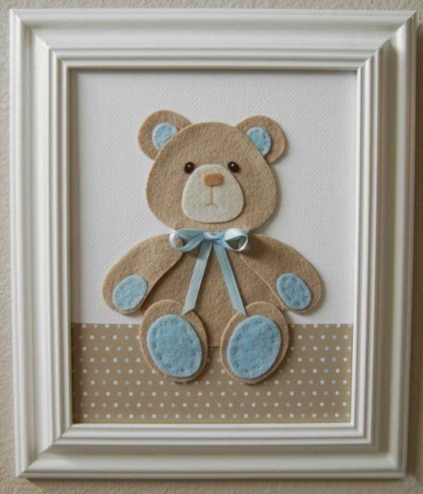 03ae5411f2768 Quer aprender a fazer lindos quadros para quarto de bebê  Aqui temos um  passo a passo incrível para você fazer lindos quadros usando feltro.