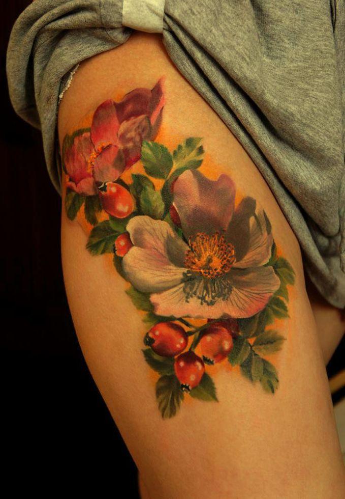 Kolorowe Kwiaty Tatuaże Na Udzie Tattoo Tatuaże Róże