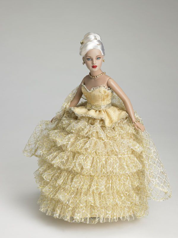 "2007 dressed doll ""This Golden Moment"""