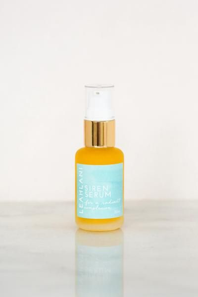 Meet the Siren Serum ❤︎  A radiant blend of Vitamin C and A rich oils, tonifying algae and a brightening infusion of over 15 regenerating and invigorating essential oils that will help to unveil a lustrous and more even skin tone. Bioactive Sea buckthorn CO2 oil is loaded with carotenoids, fatty acids and tocopherols that promote cellular regeneration and help to heal and protect the skin from UV damage. Gently infused with youth enhancing oils such as carrot seed, geranium, jasmine…