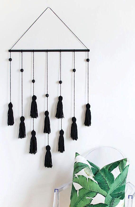 Photo of Machen Sie Quasten Wandbehang als coole Wanddekoration Idee für weiße Wände …