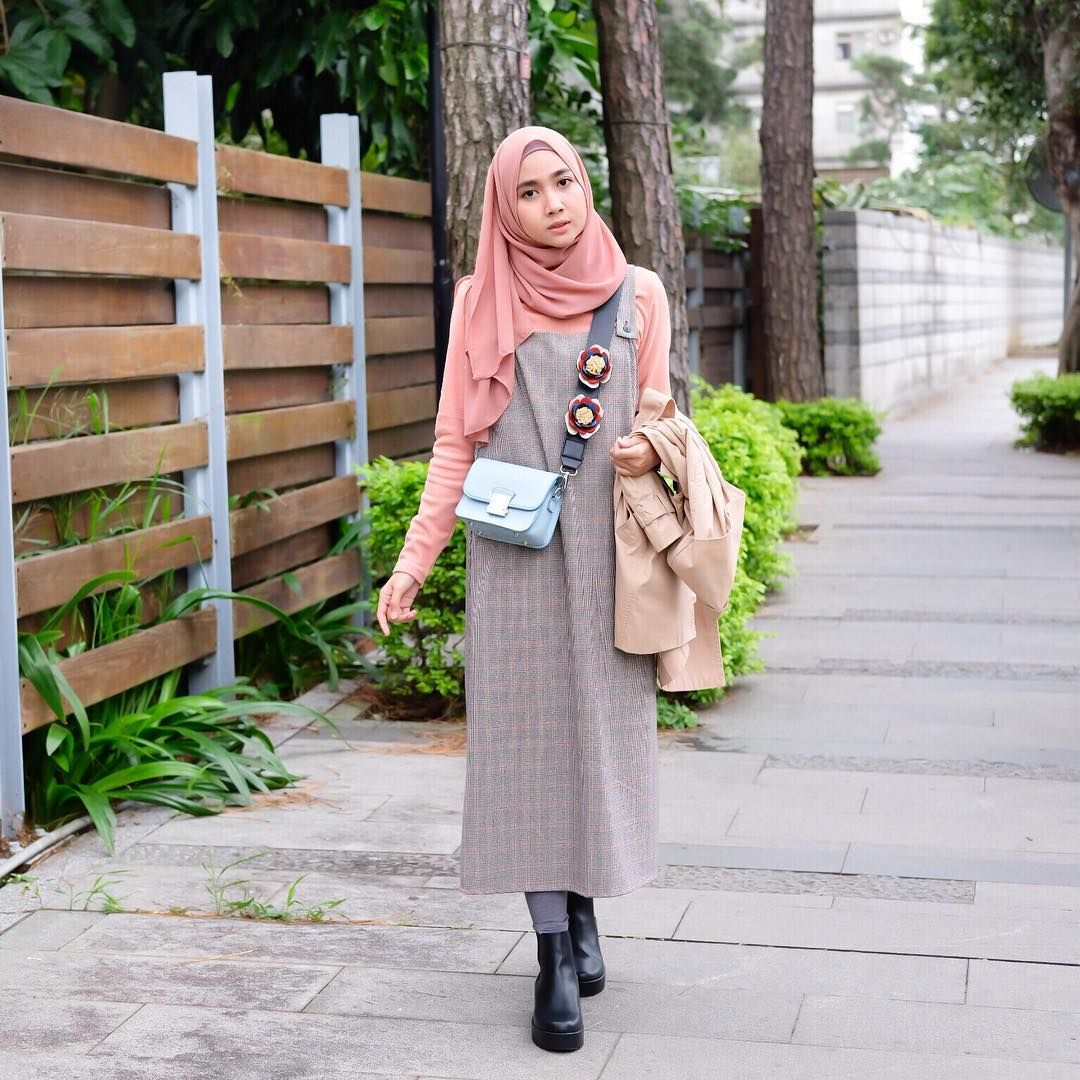 """Richa Etika Ulhaq on Instagram: """"Overall look wearing such overall. Sunday Sunday! 💃🏻🌷"""" -   6 style Hijab overall ideas"""