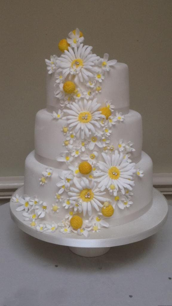 wedding cakes with daisy flowers cakes on wedding cakes 26017