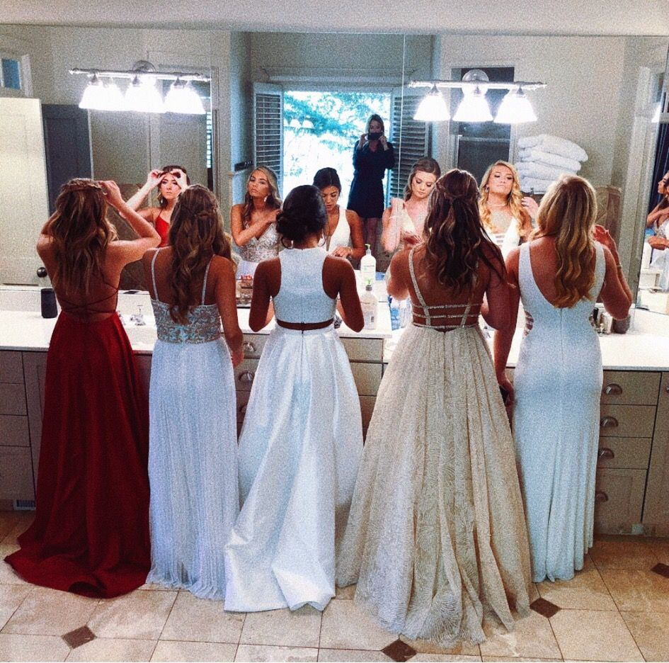 Vsco Just For Girls Prom Photoshoot Prom Poses Cute Prom Dresses [ 936 x 945 Pixel ]