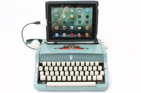 Voor als je geen afscheid kunt nemen van je oude vertrouwde typmachine...  USB typewriters te koop bij http://www.etsy.com/shop/usbtypewriter