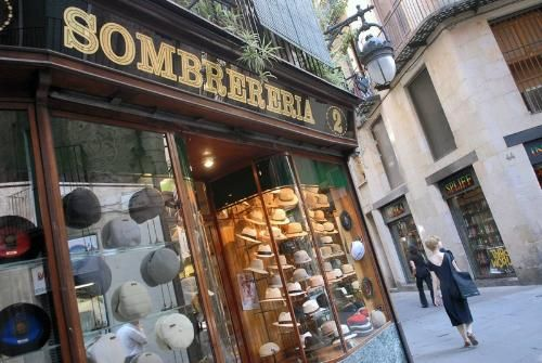 The old-fashioned hat shop Sombrereria Obach  1fc3c1c21c83