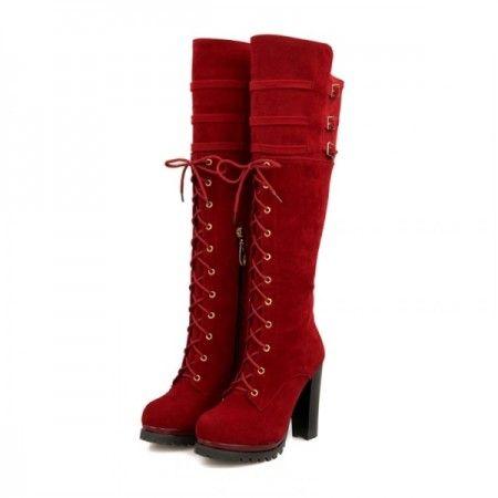 bottes hautes à lacet bout rond de couleur rouge aux genoux