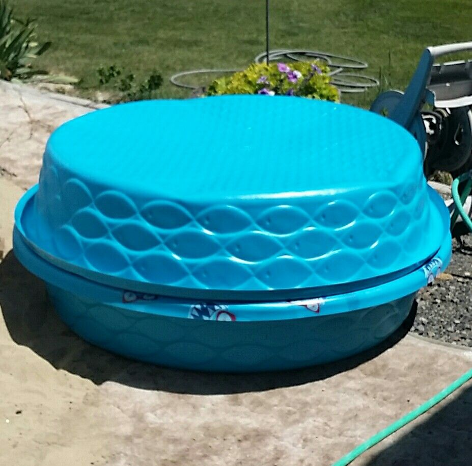 Inexpensive sand box 1 kiddie pool holds sand the second for Plastik pool rund