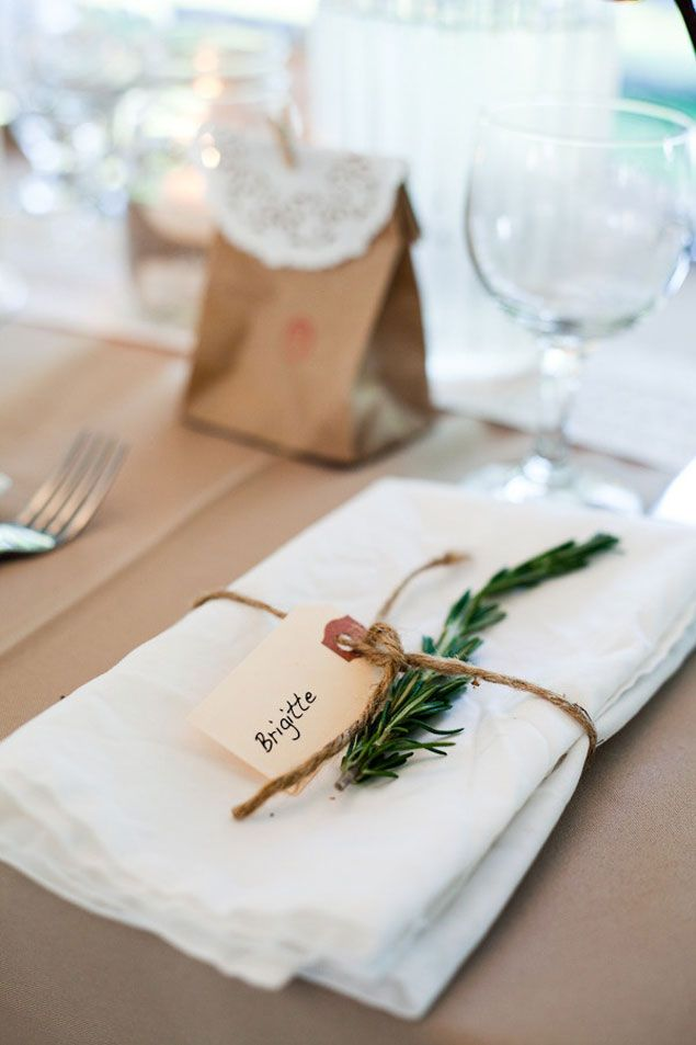 Simple and rustic wedding table decor wedding decor for Wedding place settings ideas