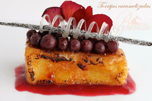 Torrijas caramelizadas, con frutos del bosque