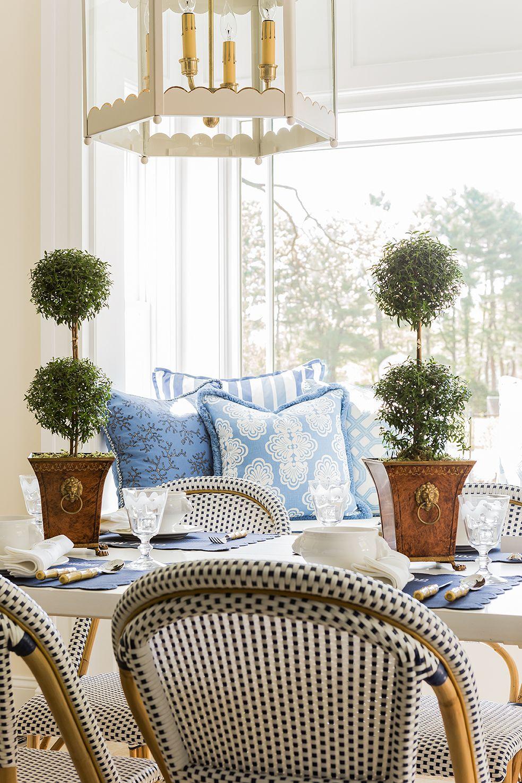 Window seat layered in Lilly! @lillypulitzer @serenaandlily @coleenrider #blue #white #kitchen
