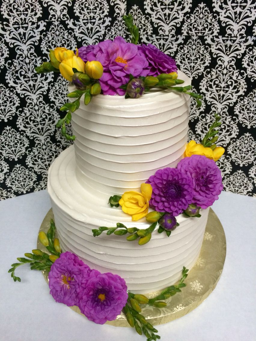 2 tier wedding cake ,fresh flowers classic