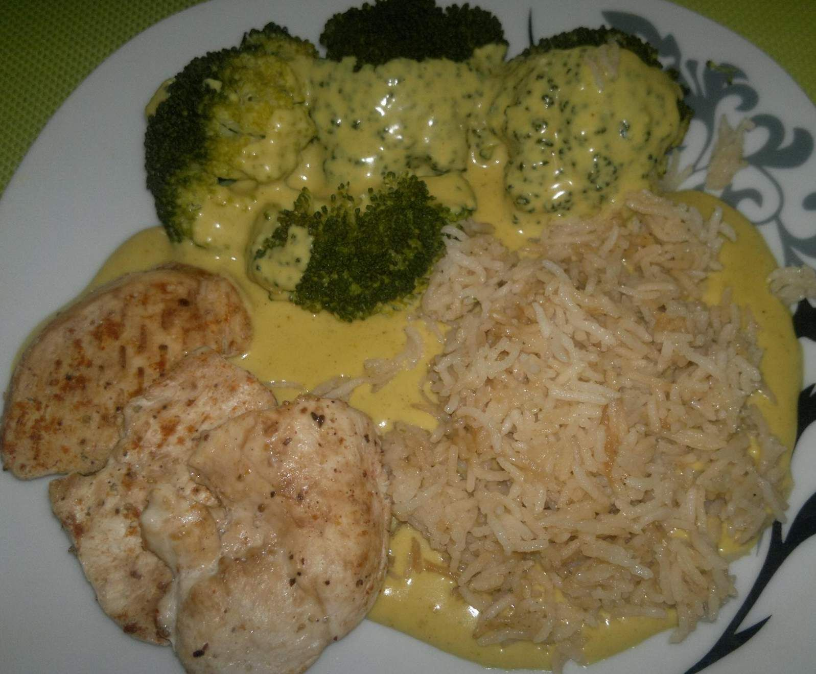 all in one reis broccoli h hnchen ministeaks mit currysauce rezept yenecekler pinterest. Black Bedroom Furniture Sets. Home Design Ideas