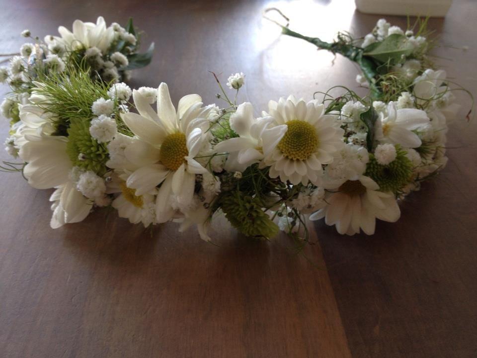 Pin Em Flowers To Wear Flower Crowns Corsages Buttonholes
