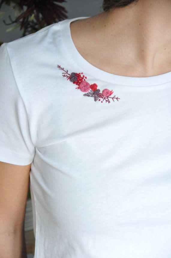 T-shirt en coton bio brodé à la main personnalisable – COL FLEUR PARTIELLEMENT   – Bastelideen