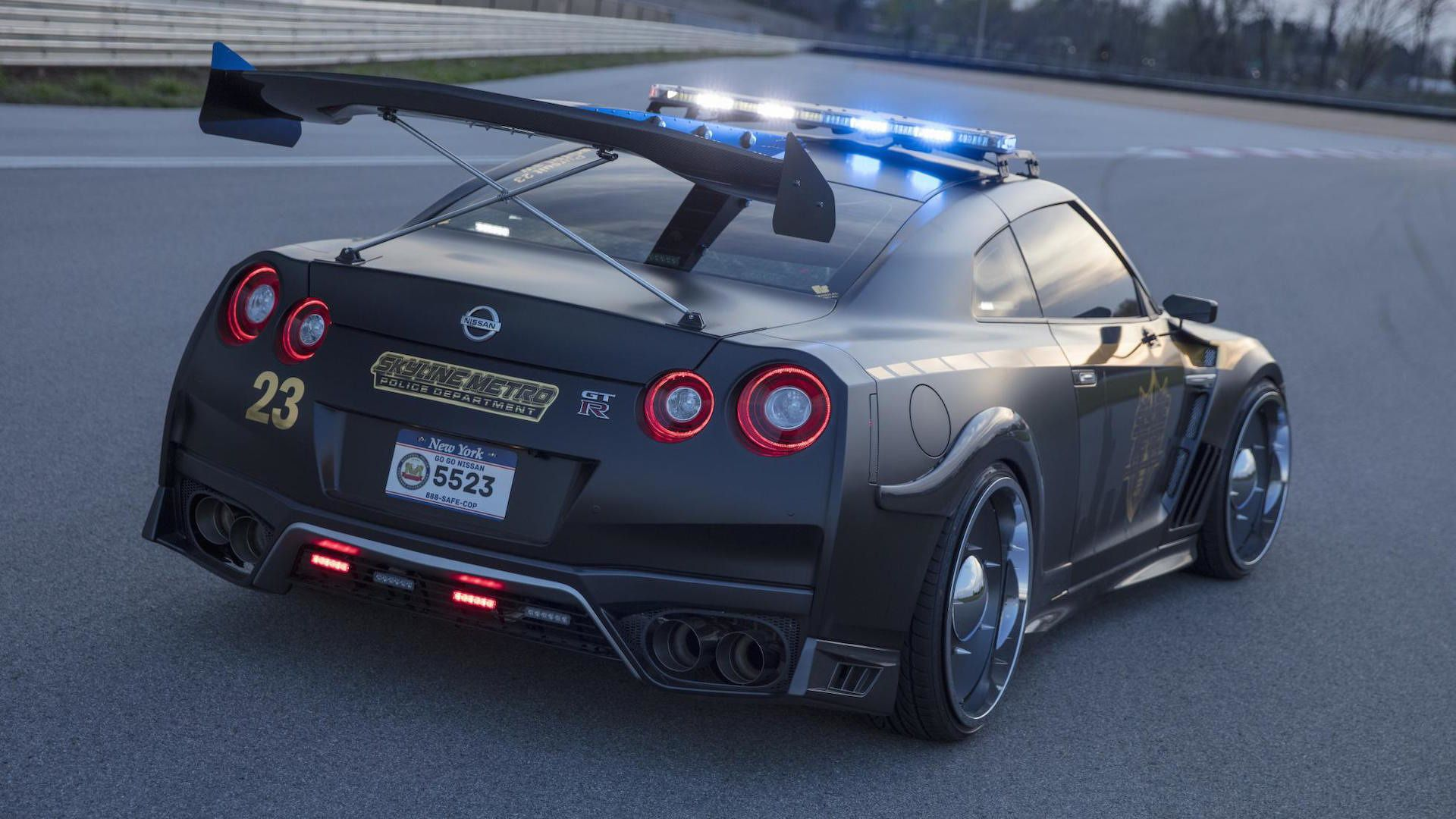 Nissan Took Its 565 Horsepower Gt R Supercar And Turned It Into A