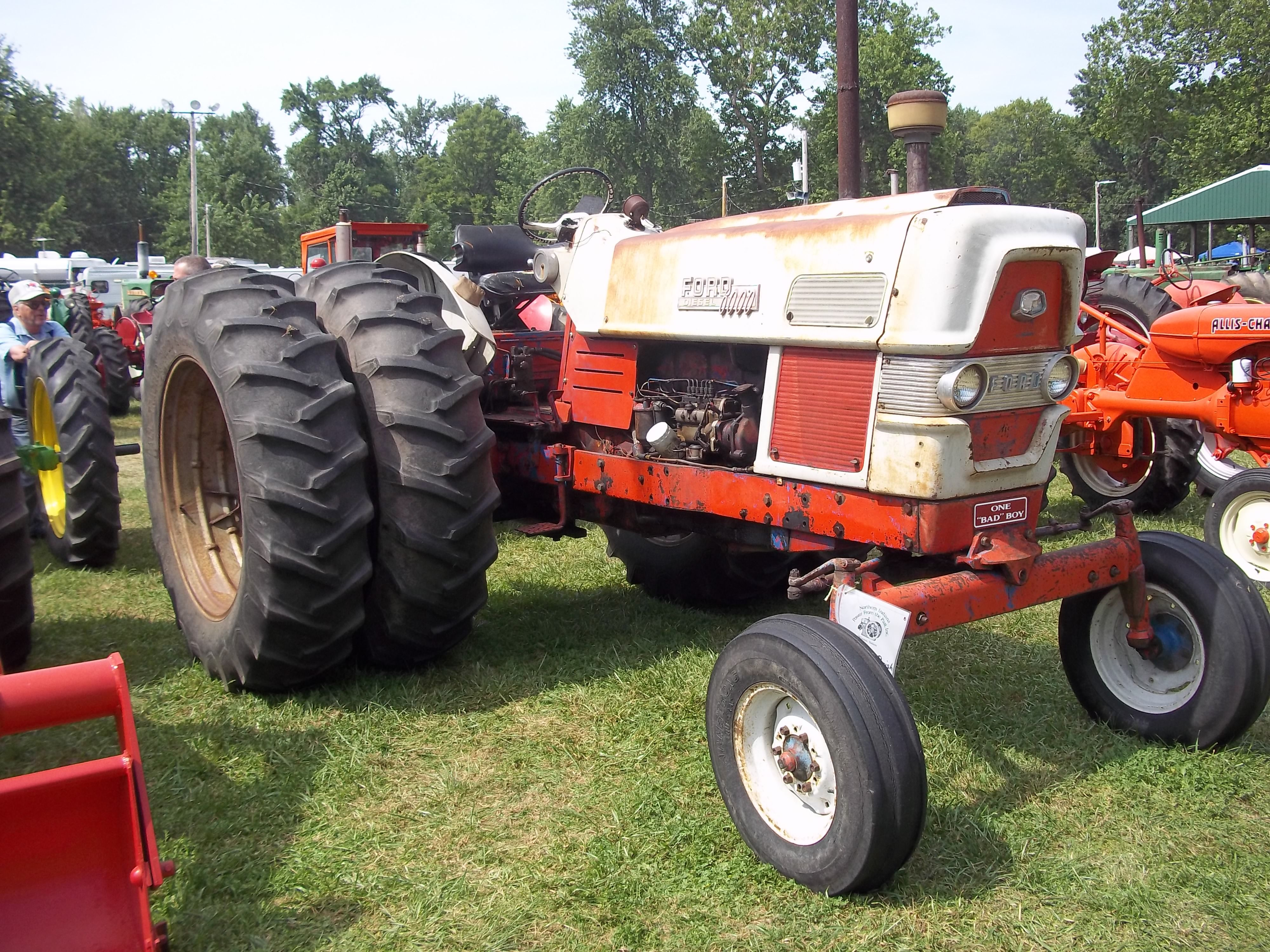 Red Ford 6000 With Duals On It Ford Tractors Classic Tractor Old Tractors