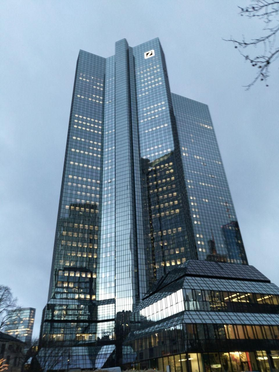 Deutsche Bank Building In Frankfurt Building Banks Building Building Design