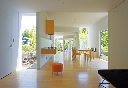 Casa Sakura. Patios. Interior / Exterior © Naomi Kurozumi Architectural Photographic Office