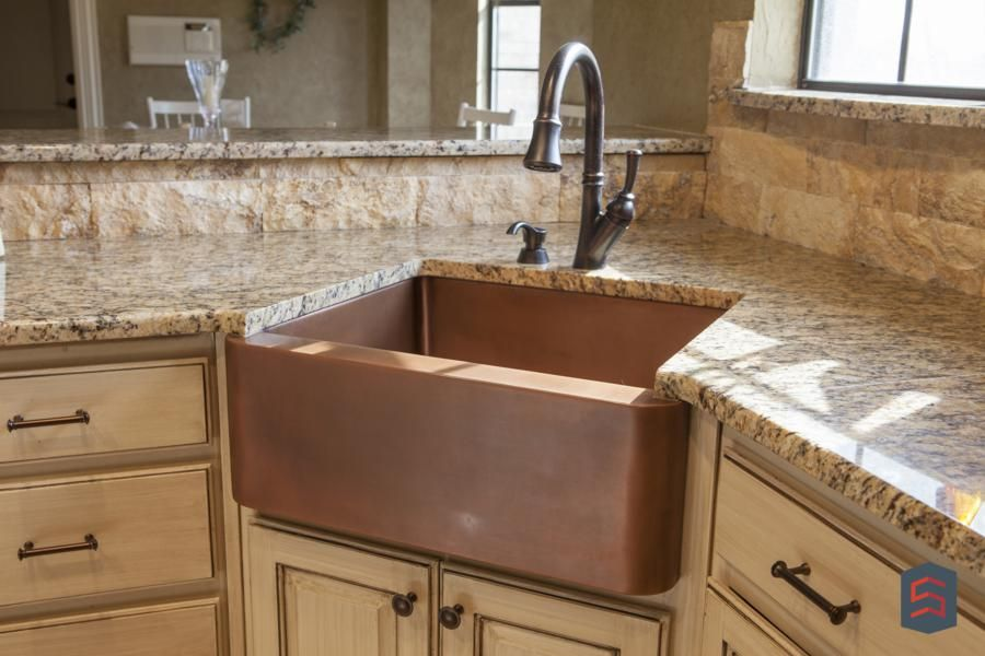 Copper farm style sink goes great in almost any kitchen - Great kitchen sinks ...