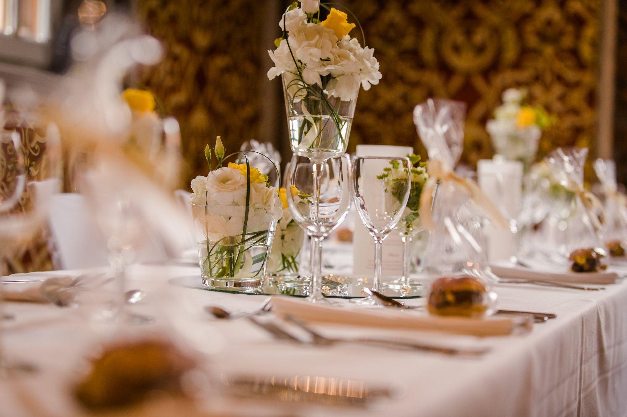 Eine Elegante Klassische Tischdekoration Hochzeit Wedding Tischdekoration Hochzeit Hochzeit Hochzeitsdekoration