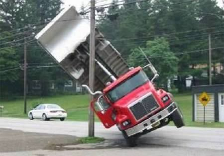 12 Unbelievable Truck Accidents (truck accident, unbelievable accidents) - ODDEE