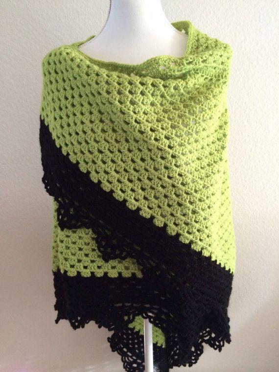 Bekijk dit items in mijn Etsy shop https://www.etsy.com/nl/listing/206897868/groene-gehaakte-omslagdoek-met-mooie