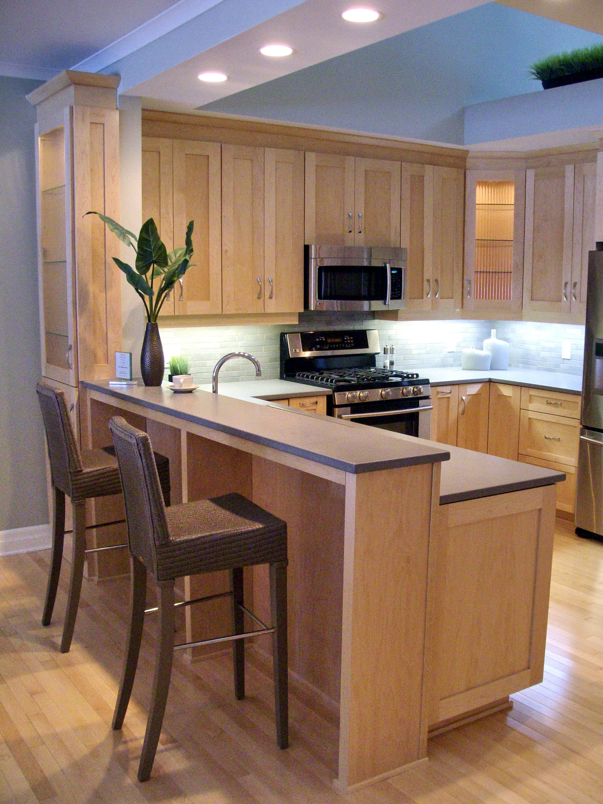natural maple shaker cabinets, with grey silestone quartz